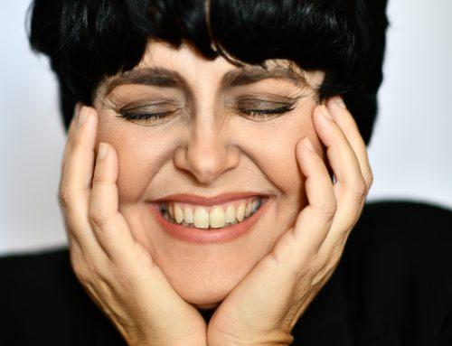Mimì in arte Mia Martini: nell'interpretazione di Melania Giglio rivive lo spirito fragile e potente di una voce indimenticabile.