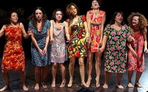 Una scena de LE SORELLE MACALUSO di Emma Dante, miglior spettacolo 014